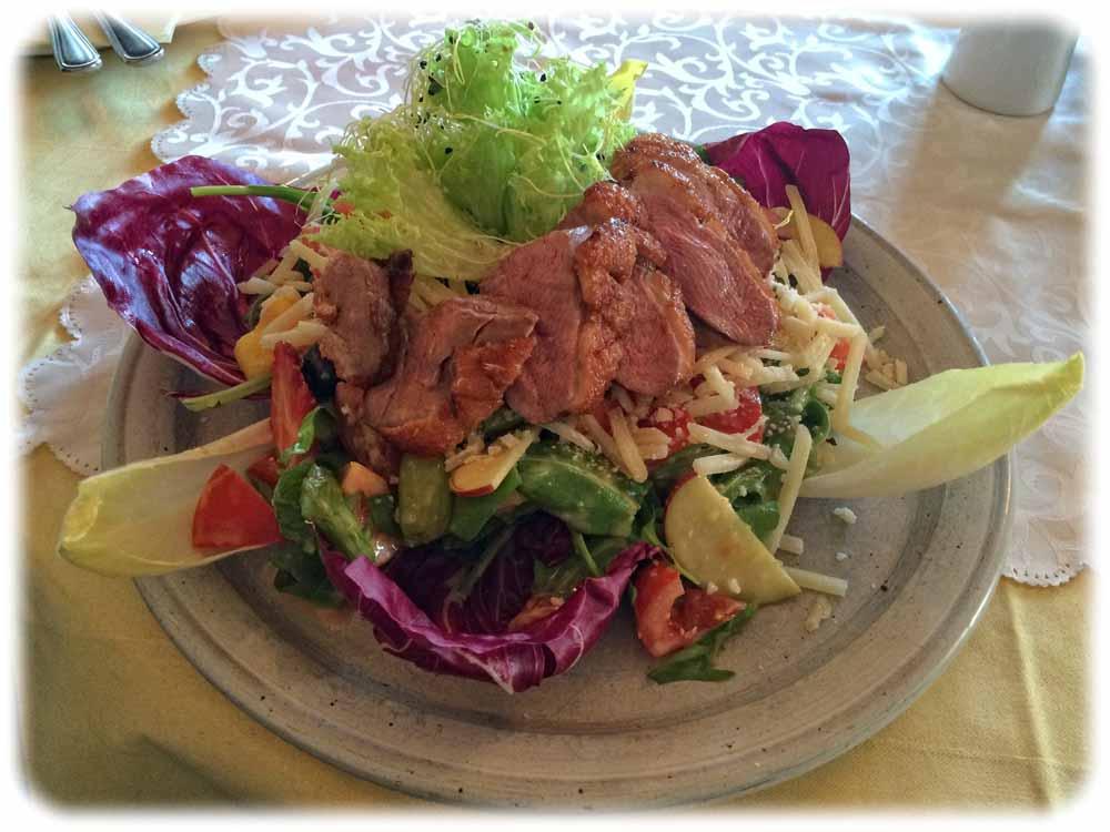 Ich hab Frühlingssalat mit Ente verspeist. Foto: Heiko Weckbrodt