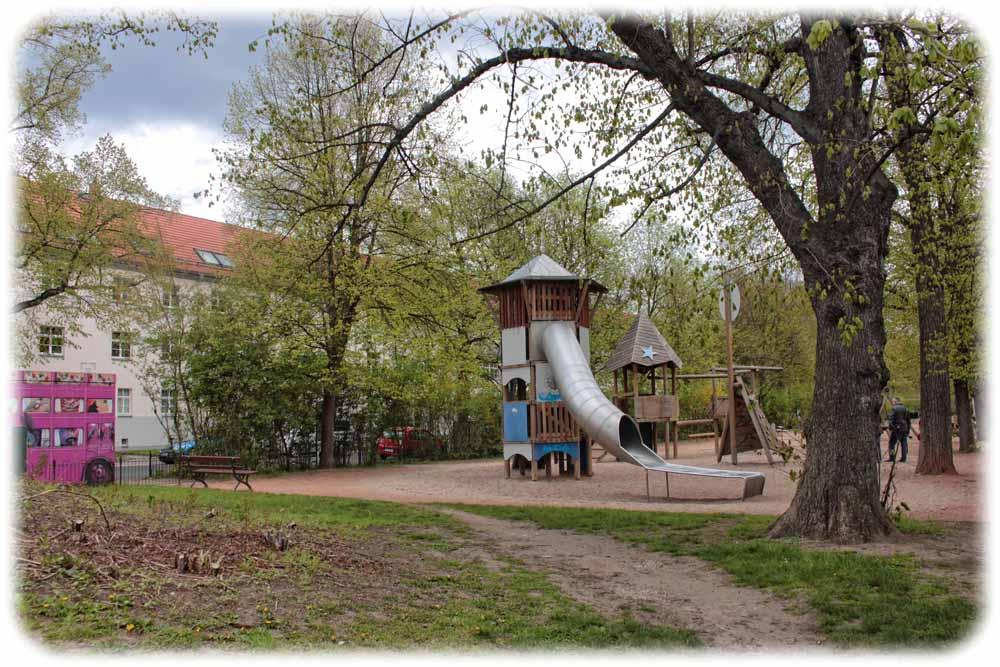 Gleich neben dem Spielplatz am Toeplerpark soll die Umleitungsstraße entstehen. Foto: Heiko Weckbrodt