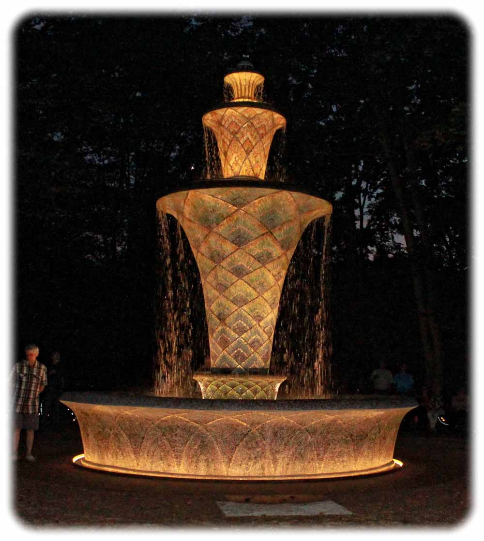 Saniert und nun wieder illuminiert: Der Mosaikbrunnen im Großen Garten Dresden. Peter Weckbrodt