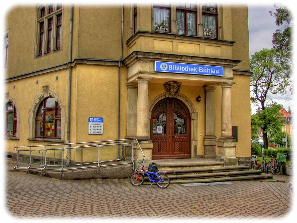 Die Bibliothek in Dresden-Bühlau ist - etwas beengt - in einem Altbau untergebracht. Foto: Robert Pohl für die städtischen Bibliotheken Dresden