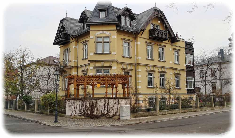 Die Blasewitzer und Striesener Traditionen werden auch von heutigen Bauherren fortgesetzt: Ein neuer Pavillon an der Ecke von Prellerstraße und Wägnerstraße.  Foto: Ralf Dießelmann