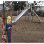 Holzdrehfigur auf dem Spielplatz an der Draesekestraße in Blasewitz. Foto: Heiko Weckbrodt
