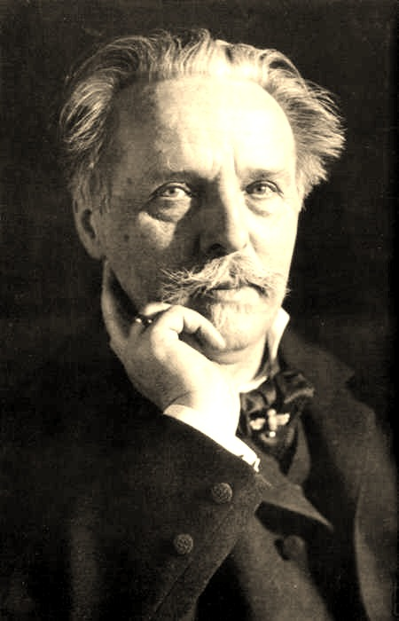 Karl May (1842-1912, hier eine Aufnahme aus dem Jahr 1907) lebte eine Zeitlang auch in Blasewitz. Foto: Erwin Raupp, Quelle: Wikipedia, https://commons.wikimedia.org/wiki/File:KarlMay_Raupp.jpg, Lizenz: public domain, https://creativecommons.org/publicdomain/mark/1.0/deed.de