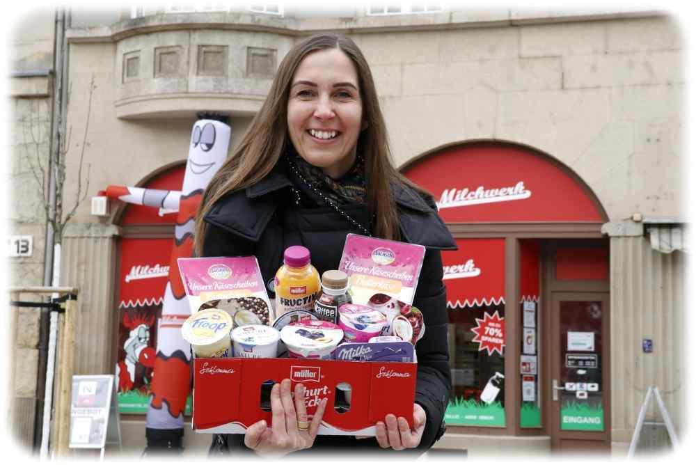 Milchwerk-Chefin Stefanie Kaiser vor dem Laden am Bönischplatz- Foto: Sabine Mutschke