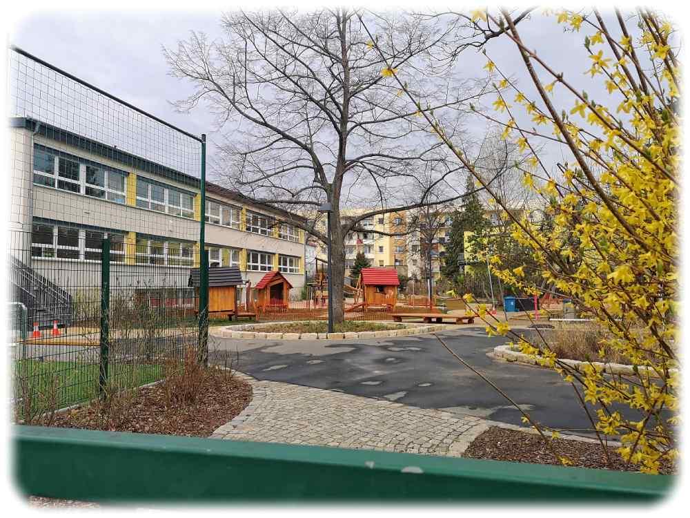 """Der Spielplatz neben der Kita """"Mäuseburg"""" an der Weesensteiner Straße in Dresden. Foto: Heiko Weckbrodt"""