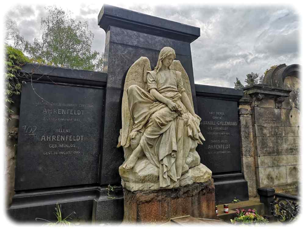 Auch die Familie Ahrenfeldt wählte den trauerenden Engel als Motiv für ihre letzte Ruhestätte auf dem Johannisfriedhof Dresden. Foto: Heiko Weckbrodt