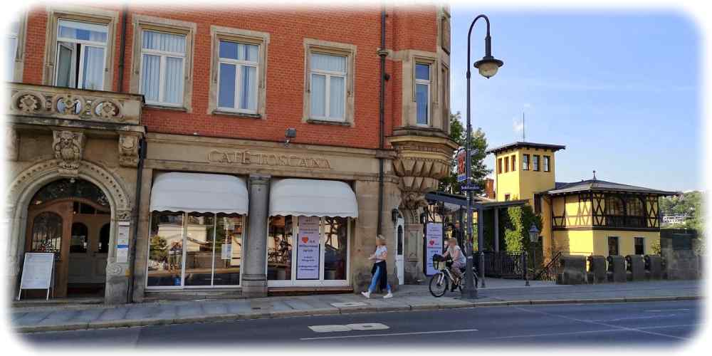Das Café Toscana beginnt mit dem Besitzerwechsel am 1. Juli 2021 auch den Innenbetrieb wieder. Foto: Ralf Dießelmann